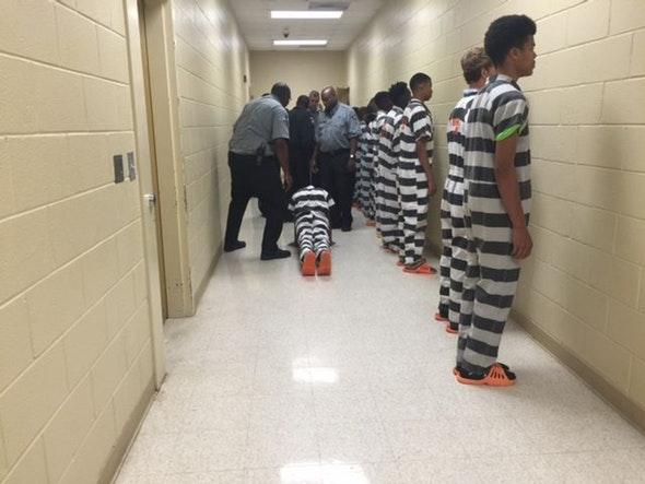 kids_in_prison_03.jpg